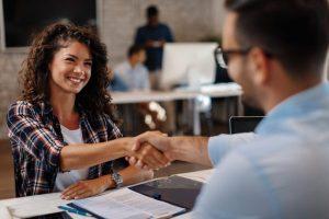 Contrat-de-travail-les-clauses-à-vérifier