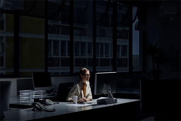 La réduction des cotisations vieillesse et la défiscalisation des heures supplémentaires accomplies par les agents publics