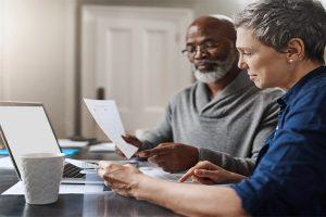 Retraite des salariés versus retraite dans la Fonction publique : y en a-t-il une plus favorable que l'autre ?